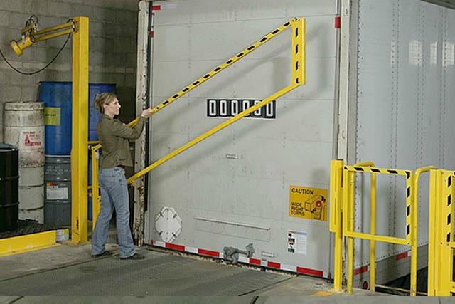 EdgeGard™ Straight Dock Gate